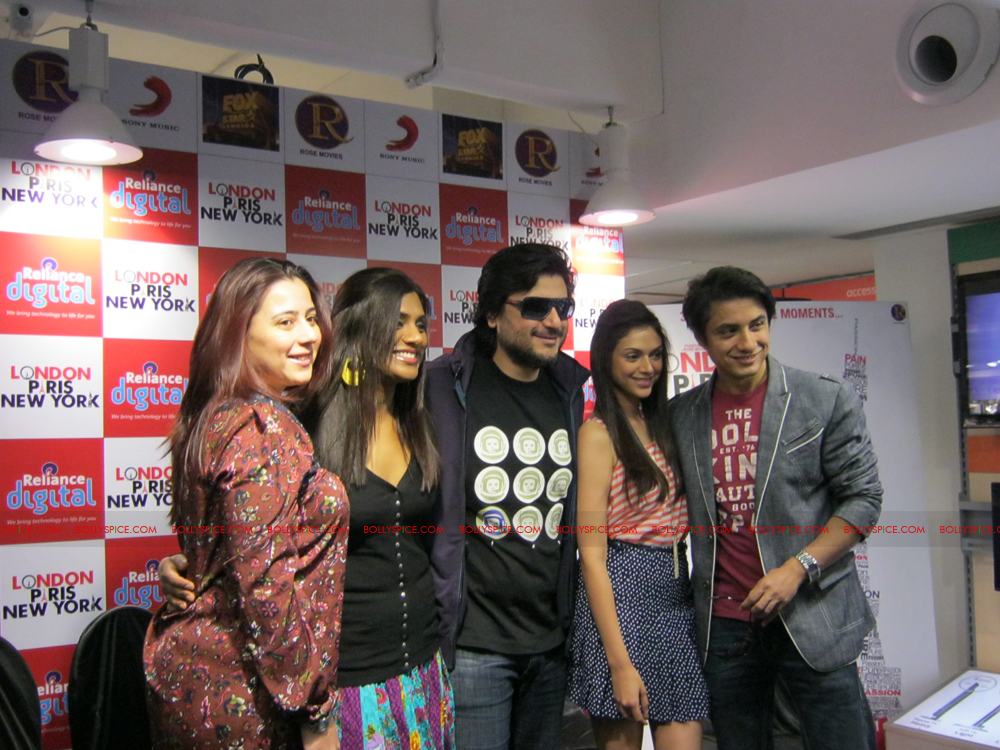 12jan LPNY reliancepromo02 Ali Zafar and Aditi Rao Hydari promote London Paris New York at Reliance Digital Store