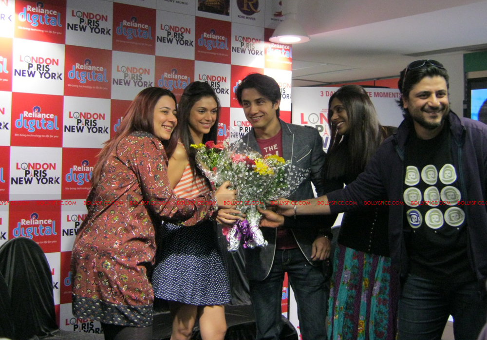 12jan LPNY reliancepromo03 Ali Zafar and Aditi Rao Hydari promote London Paris New York at Reliance Digital Store