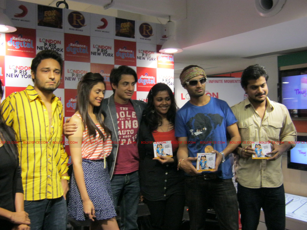 12jan LPNY reliancepromo04 Ali Zafar and Aditi Rao Hydari promote London Paris New York at Reliance Digital Store