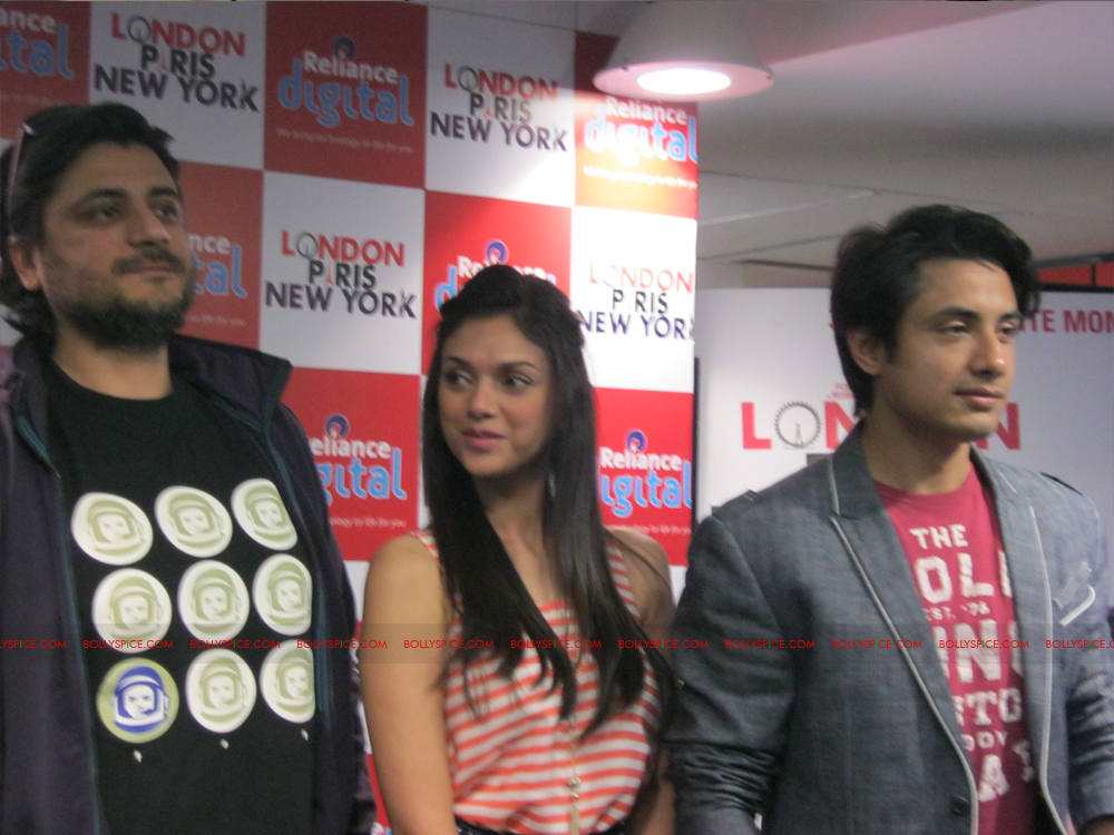 12jan LPNY reliancepromo05 Ali Zafar and Aditi Rao Hydari promote London Paris New York at Reliance Digital Store