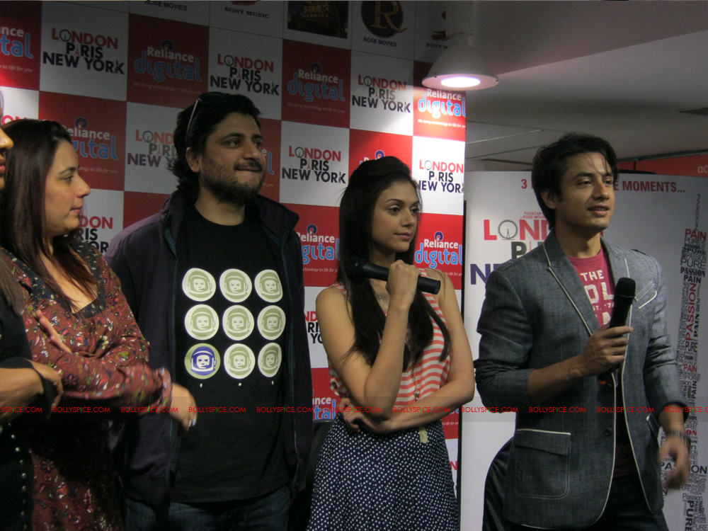 12jan LPNY reliancepromo06 Ali Zafar and Aditi Rao Hydari promote London Paris New York at Reliance Digital Store