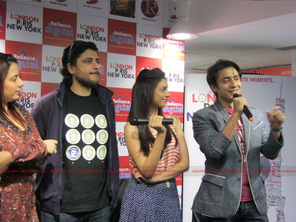 12jan LPNY reliancepromo07 Ali Zafar and Aditi Rao Hydari promote London Paris New York at Reliance Digital Store