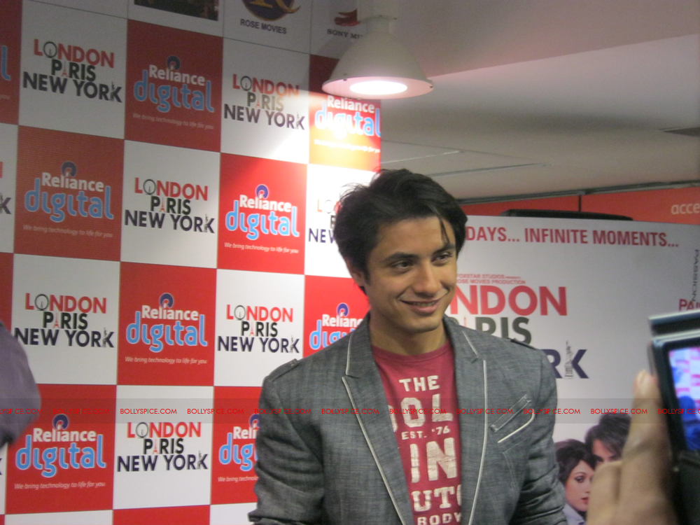 12jan LPNY reliancepromo09 Ali Zafar and Aditi Rao Hydari promote London Paris New York at Reliance Digital Store