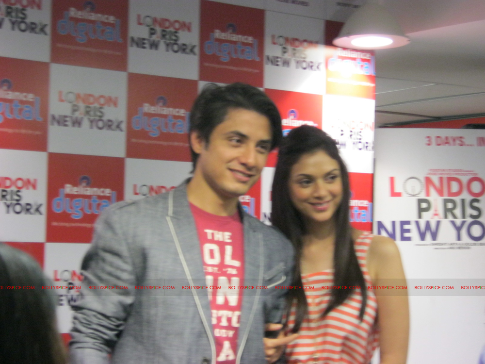 12jan LPNY reliancepromo11 Ali Zafar and Aditi Rao Hydari promote London Paris New York at Reliance Digital Store