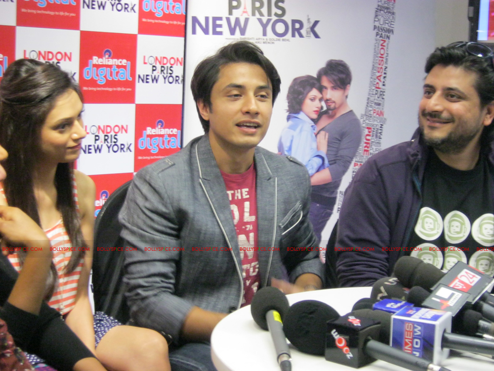 12jan LPNY reliancepromo12 Ali Zafar and Aditi Rao Hydari promote London Paris New York at Reliance Digital Store