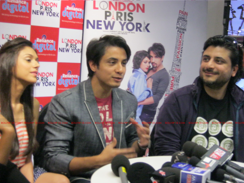 12jan LPNY reliancepromo13 Ali Zafar and Aditi Rao Hydari promote London Paris New York at Reliance Digital Store
