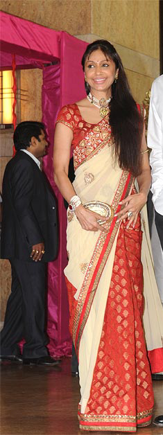 12jan riteish genelia wedding08 Who's Hot Who's Not: Riteish & Genelia Wedding
