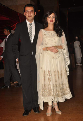 12jan whwn riteish genelia reception08 Who's Hot Who's Not: Riteish & Genelias Wedding Reception