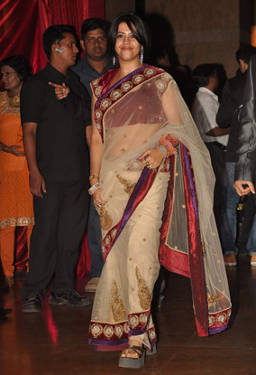 12jan whwn riteish genelia reception09 Who's Hot Who's Not: Riteish & Genelias Wedding Reception