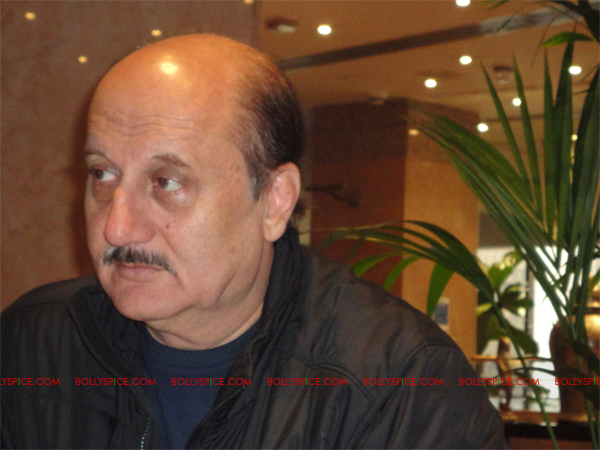 03mar anupamsunny 01 Anupam Kher plays Katrinas father in Yash Chopras next