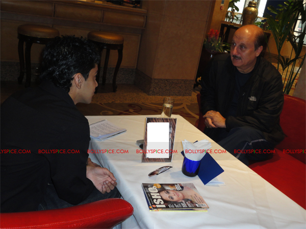 03mar anupamsunny 02 Anupam Kher plays Katrinas father in Yash Chopras next