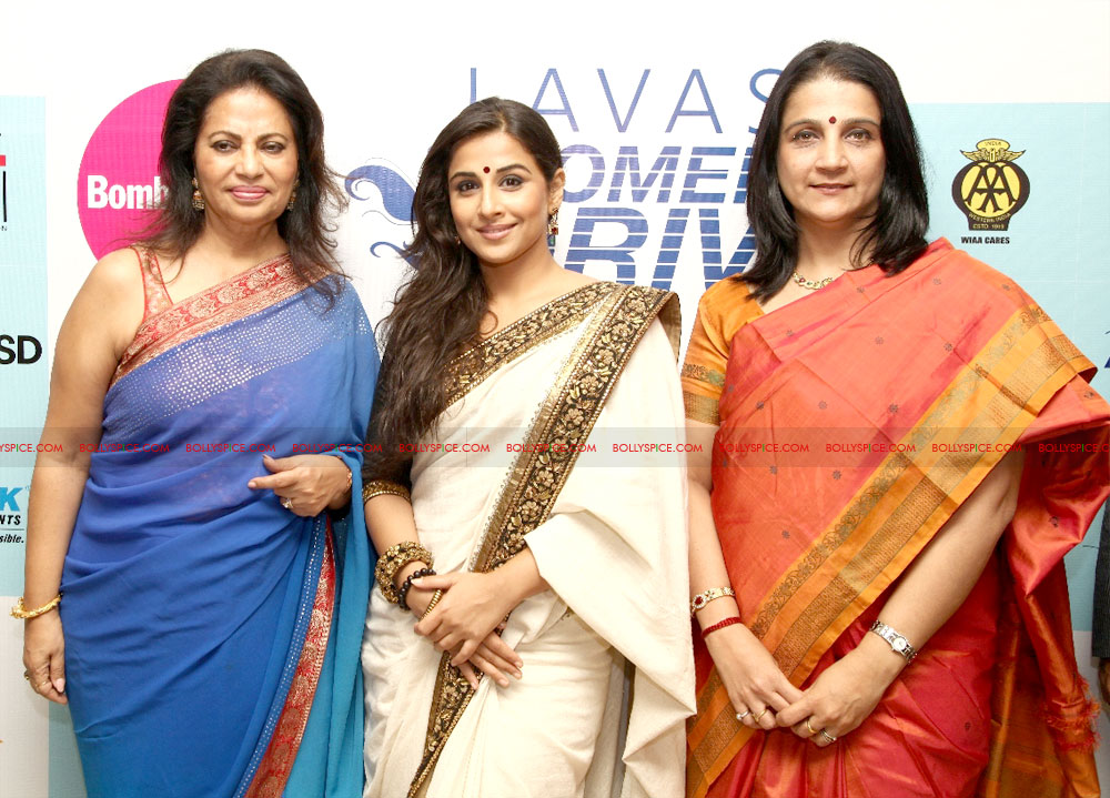 12mar LWDA03 Vidya Balan wins at Lavasa Womens Drive Awards 2012!