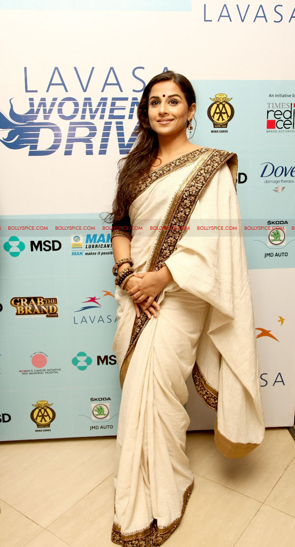 12mar LWDA04 Vidya Balan wins at Lavasa Womens Drive Awards 2012!