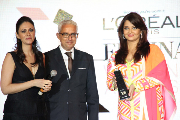 12mar aishaward03 Aishwarya Rai Bachchan named the iconic woman of worth at the Loreal Paris Femina Awards