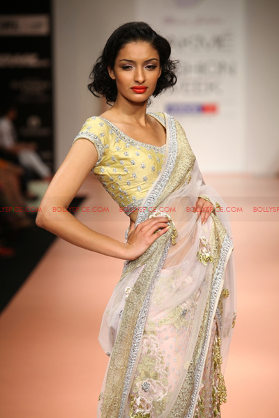 Bhairavi Jaikishan01 Amy Jackson walks for Bhairavi Jaikishan  Lakme Fashion Week