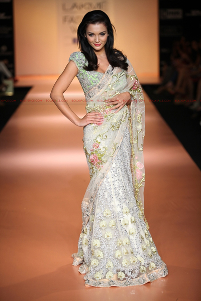 Bhairavi Jaikishan02 Amy Jackson walks for Bhairavi Jaikishan  Lakme Fashion Week