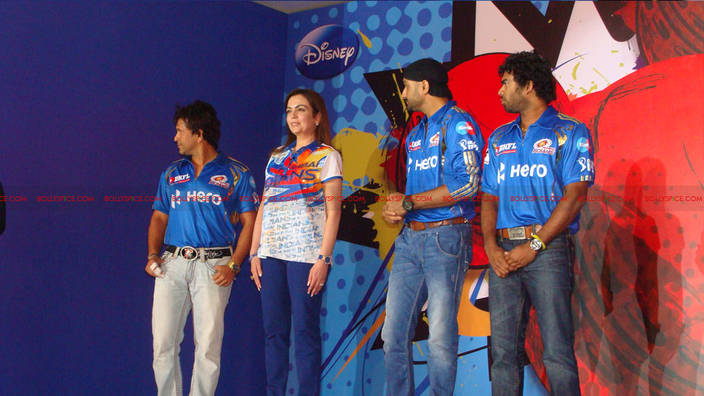 12apr disney mumbaiindians02 Mumbai Indians launch Disney consumer products