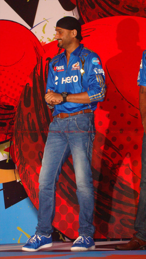12apr disney mumbaiindians04 Mumbai Indians launch Disney consumer products