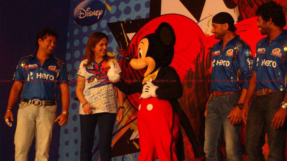 12apr disney mumbaiindians08 Mumbai Indians launch Disney consumer products
