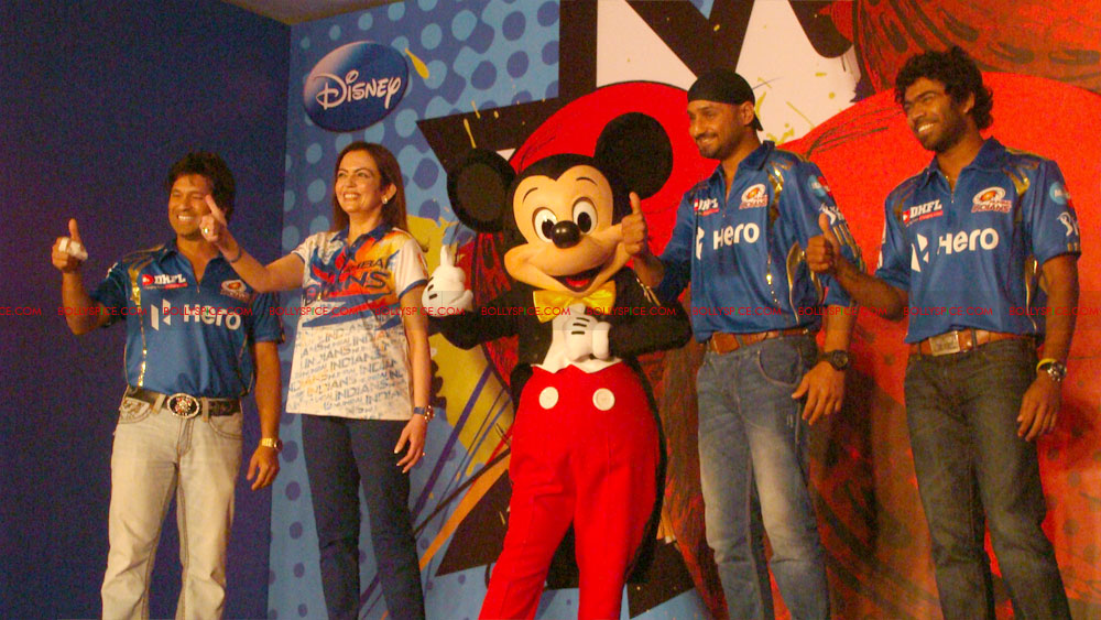 12apr disney mumbaiindians09 Mumbai Indians launch Disney consumer products