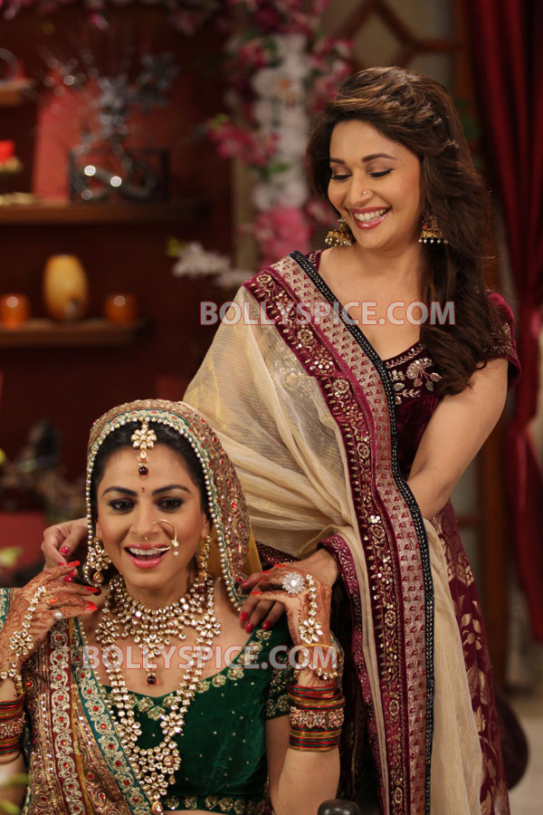 12apr madhuri malaika MLTAK01 Madhuri Dixit and Malaika Arora Khan add glitter to Lakshmi and Arjun in Main Lakshmi Tere Aangan Ki