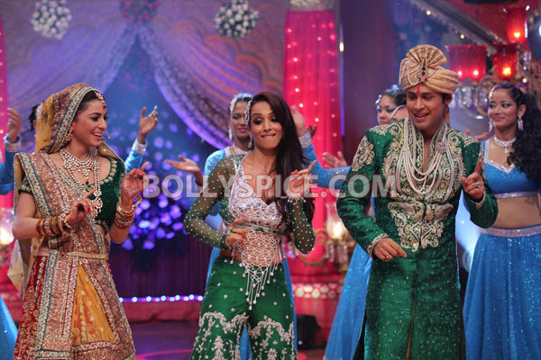 12apr madhuri malaika MLTAK03 Madhuri Dixit and Malaika Arora Khan add glitter to Lakshmi and Arjun in Main Lakshmi Tere Aangan Ki