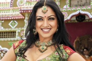 12apr maryam zakaria rowdyitem 300x199 Maryams item song in Rowdy Rathore