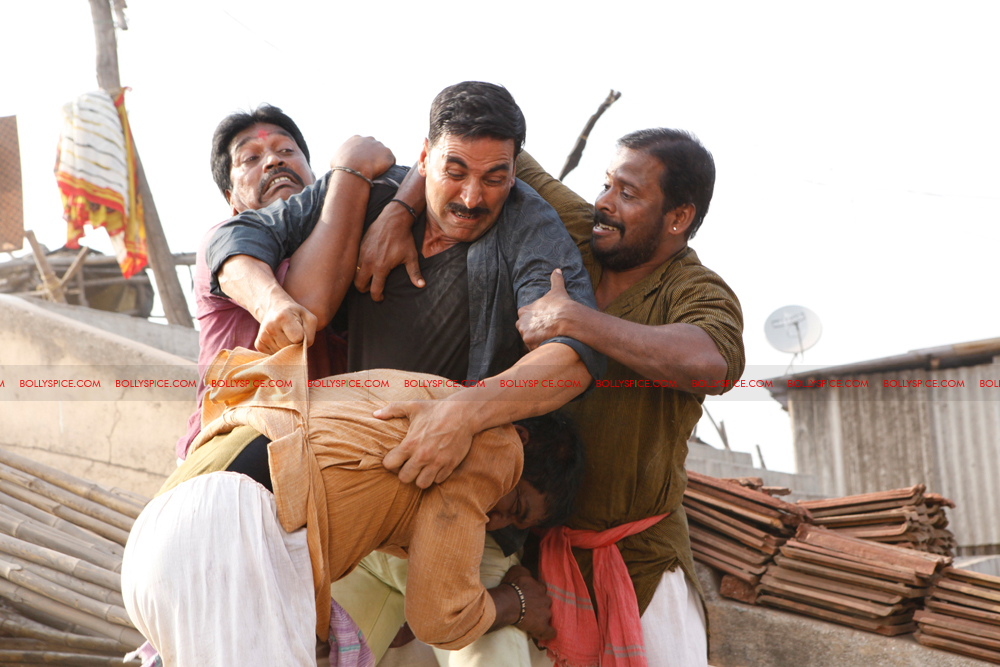 12apr rowdyrathore02 Exclusive stills of Khiladi Kumar back in Action in Rowdy Rathore!