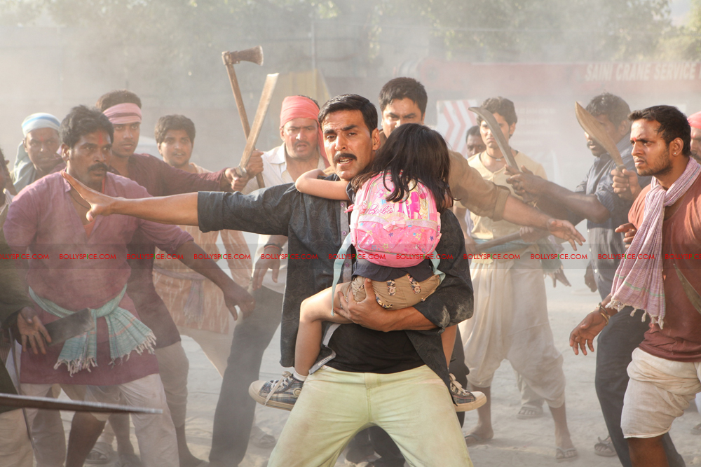 12apr rowdyrathore03 Exclusive stills of Khiladi Kumar back in Action in Rowdy Rathore!