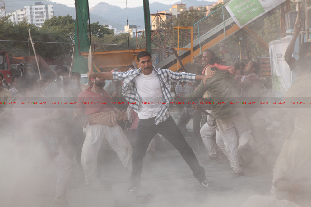 12apr rowdyrathore04 Exclusive stills of Khiladi Kumar back in Action in Rowdy Rathore!
