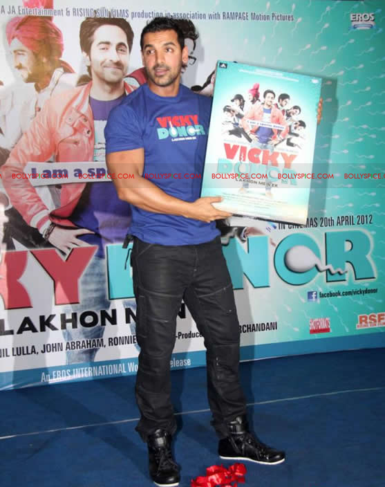12apr vickydonor musiclaunch06 BollySpice at the Vicky Donor music launch