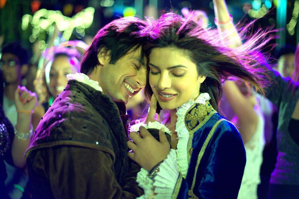firstlook shahid priyanka tmk First Look: Shahid and Priyanka in Kunal Kohlis Teri Meri Kahaani
