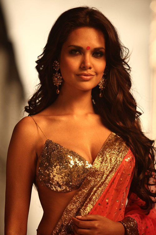 12may esha gupta cop Esha turns a cop for Chakravyuh