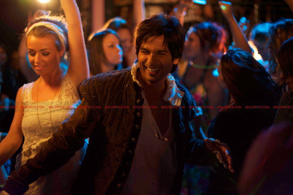 12may shahid exclusive pics01 Check it out: Exclusive pictures of Teri Meri Kahaani!