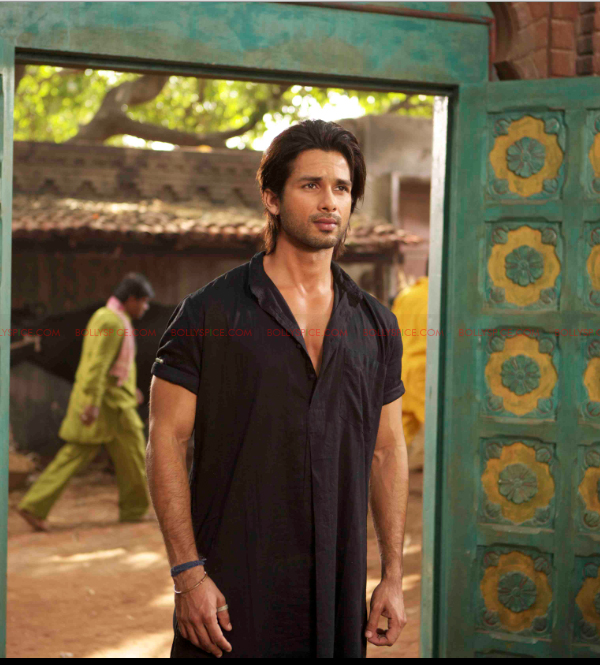 12may shahid exclusive pics03 Shahid portrays three different characters in Teri Meri Kahaani