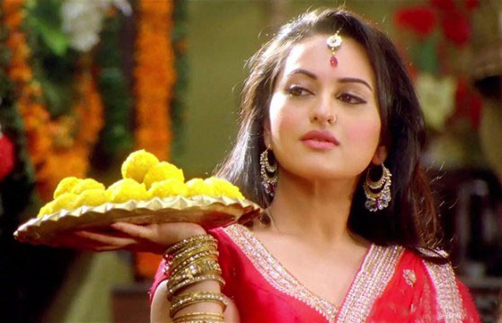 12may sonakshi intrvwRR04 I liked the idea of being slightly more mischievous as well as an outspoken girl in Rowdy Rathore   Sonakshi Sinha