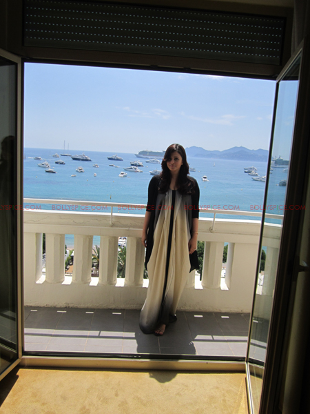 Aishwarya Cannes02 Aishwarya Rai Bachchan Looking Gorgeous in Cannes!