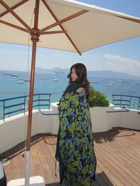 ash 1 day 2 @ media call copy Aishwarya in Roberto Cavalli   Need we say Gorgeous in Cannes Day 2? Exclusive!