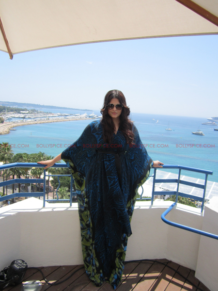 ash 2 @ media call copy Aishwarya in Roberto Cavalli   Need we say Gorgeous in Cannes Day 2? Exclusive!