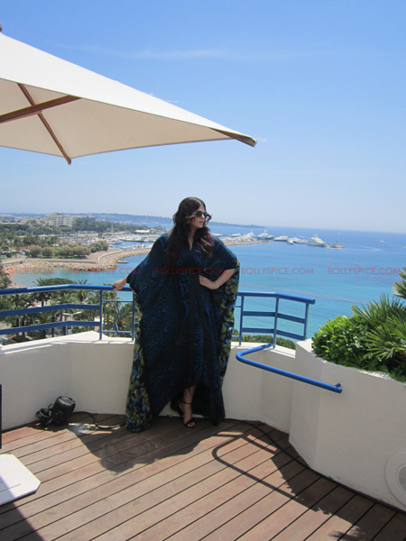 ash 4 @ media call copy Aishwarya in Roberto Cavalli   Need we say Gorgeous in Cannes Day 2? Exclusive!
