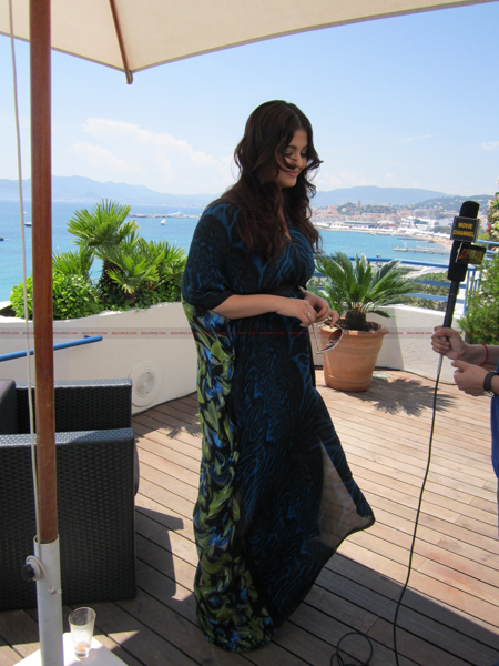 ash day 2 @ media call copy Aishwarya in Roberto Cavalli   Need we say Gorgeous in Cannes Day 2? Exclusive!