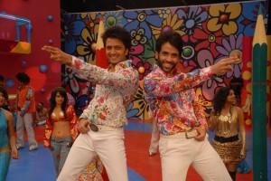 12jun KSKHH vishaldadlani 300x200 Vishal Dadlani sings Dil Garden Garden for charity