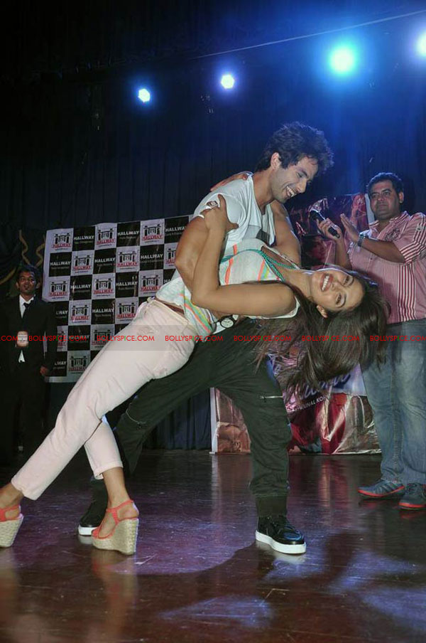 12jun TMK eventJaiHind01 Check out Shahid and Priyanka at the Teri Meri Kahaani Mumbai Events including riding a train!