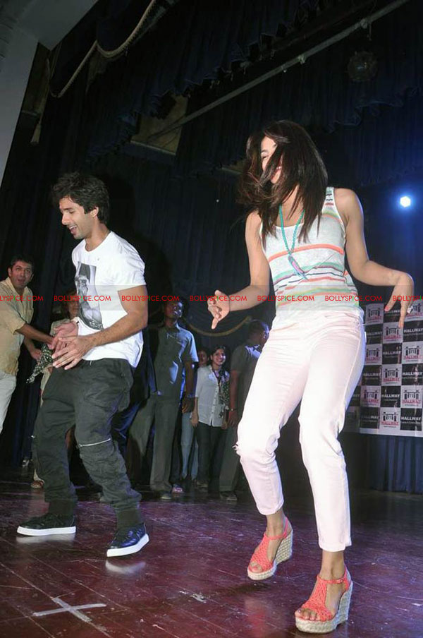 12jun TMK eventJaiHind02 Check out Shahid and Priyanka at the Teri Meri Kahaani Mumbai Events including riding a train!