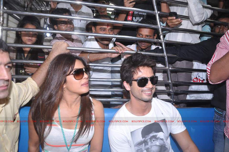 12jun TMK eventtrain01 Check out Shahid and Priyanka at the Teri Meri Kahaani Mumbai Events including riding a train!