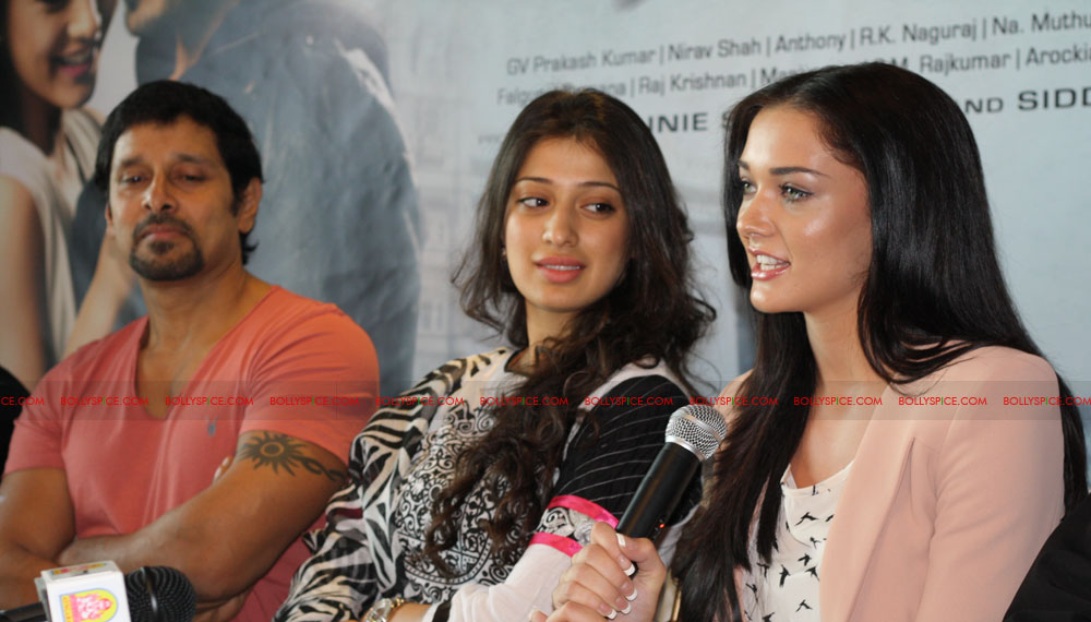 12jun amyjackson thaandavamUK01 British actress Amy Jackson attends London Press Conference for 'Thaandavam'‏