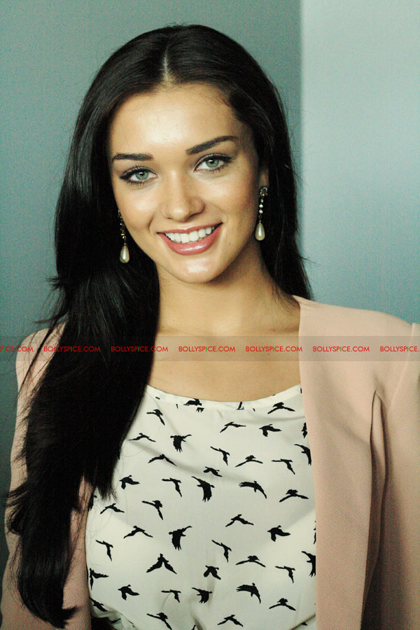 12jun amyjackson thaandavamUK02 British actress Amy Jackson attends London Press Conference for 'Thaandavam'‏