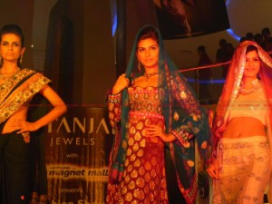 12jun gitanjali neptunemall01 300x225 Glitz and glamour blend at Gitanjali Jewels' fashion show at Neptune Magnet Mall