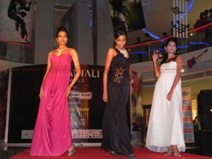 12jun gitanjali neptunemall02 300x225 Glitz and glamour blend at Gitanjali Jewels' fashion show at Neptune Magnet Mall