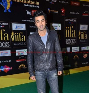 12jun kunal ranbir rishi IIFA01 286x300 Kunal Rawal styles father son duo at the IIFA Awards
